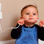 Безопасность малыша в доме: провода электроприборов