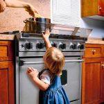 Безопасность ребенка в доме: кухня
