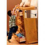 Безопасность малыша в доме: техника и мебель прикручены к стене